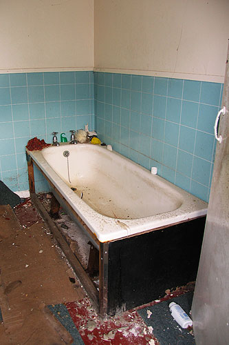 Atherfield_Bay_Holiday_Camp-Bath_Time